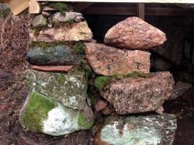 Mer tätning bland stenarna