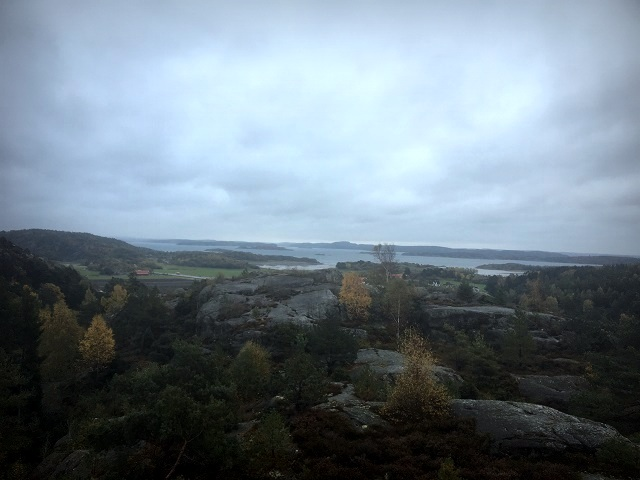 Hakefjorden skymtas