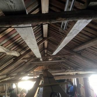 Brädor uppsatta i taket
