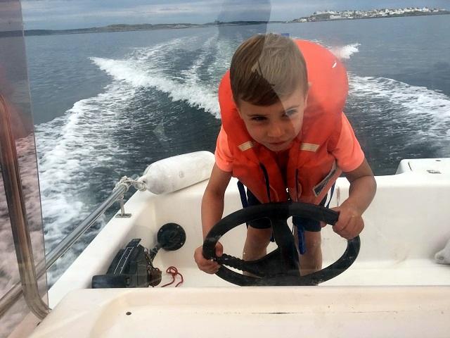 Wiggo styr båten